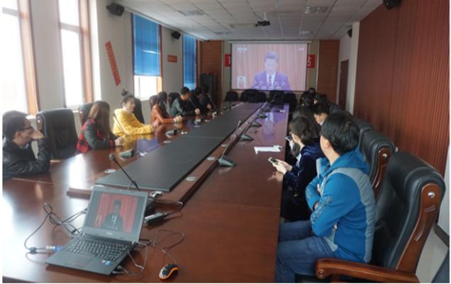 葫芦岛市公共资源交易中心党员干部观看十九大开幕式